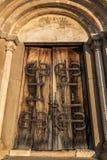 被成拱形的教会门 库存照片