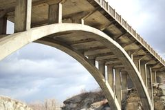 被成拱形的桥梁 免版税库存照片