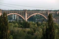 被成拱形的桥梁 库存图片