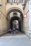 被成拱形的段落到哥特式处所巴塞罗那里 图库摄影
