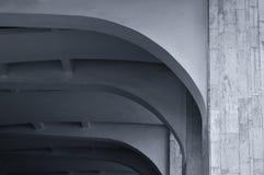 被成拱形的石天花板建筑学细节特写镜头  建筑学都市最低纲领派背景 黑白处理 库存图片