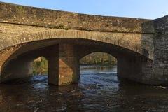 被成拱形的石桥梁, Crickhowell 库存图片