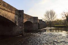 被成拱形的石桥梁, Crickhowell 免版税库存图片