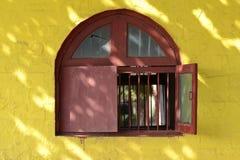 被成拱形的窗口, 图库摄影