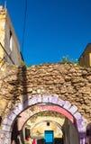被成拱形的街道在Azemmour镇,摩洛哥 免版税图库摄影
