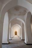 被成拱形的走廊透视在布哈拉, Uzbekisan 库存图片