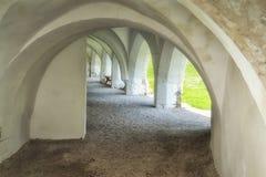 被成拱形的走廊外面 图库摄影