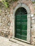 被成拱形的门石头托斯卡纳 免版税图库摄影