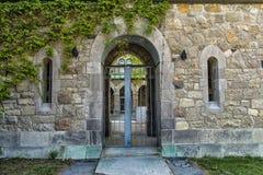 被成拱形的门 免版税库存照片