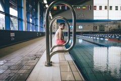 被截肢者专家游泳者 免版税库存照片