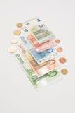 被扇动的欧洲纸币和硬币 免版税库存图片