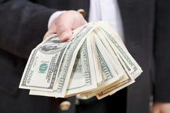 被扇动的美元钞票在男性手上 免版税库存图片