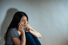 被打击的被滥用的妇女概念-悲伤妇女 免版税图库摄影