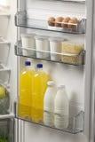 被打开的冰箱充分粮食 库存图片