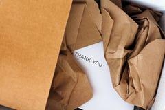 被打开的小包和礼品券里面 图库摄影