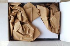 被打开的小包和礼品券里面 免版税库存图片