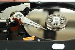 被打开的接近的磁盘驱动器坚硬 免版税库存照片