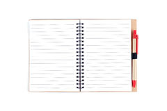 被打开的笔记薄和笔在白色背景 库存照片