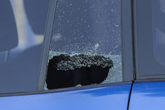 被打碎的后方车窗 库存照片