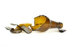 被打碎的啤酒瓶褐色 免版税库存照片