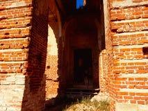 被打碎的寺庙的门 库存图片