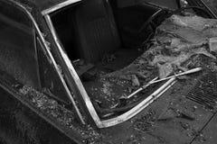 被打碎的汽车挡风玻璃 葡萄酒汽车 库存照片