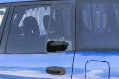 被打碎的车窗口 库存照片