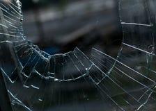 被打碎的玻璃窗特写镜头  免版税图库摄影
