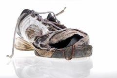 被打击的老运动鞋 库存图片