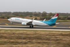 被批评的射击Luxair 737 免版税图库摄影