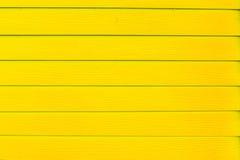 被抓的和肮脏的木头绘了黄色木板条纹理backg 库存照片