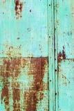 被抓的生锈的损伤金属单块玻璃,背景 免版税图库摄影