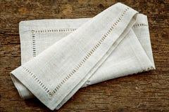 被折叠的亚麻布餐巾 免版税图库摄影
