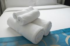 被折叠的干净的特里毛巾 库存图片