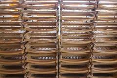 被折叠的木椅子 免版税库存照片