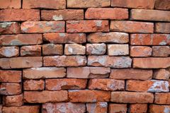 被折叠的老橙色砖,修理和construction_的 免版税图库摄影