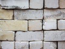 被折叠的老白色砖,修理和construction_的 库存图片