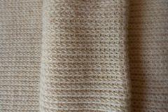 被折叠的象牙被编织的织品从上面 免版税库存照片