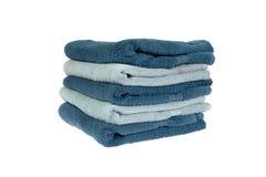 被折叠的轻和深蓝毛巾 免版税库存照片