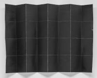 被折叠的黑纸在32部分中有白色背景 免版税库存照片