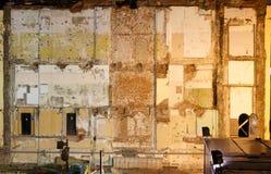 被折除大厦的墙壁 免版税库存照片