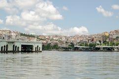 被折除的桥梁,金黄垫铁,伊斯坦布尔 免版税库存图片