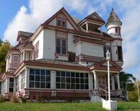 被抛弃的房子维多利亚女王时代的著&# 免版税库存照片