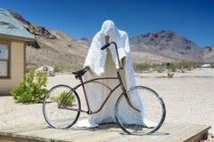 被抛弃的矿工的Gho的符号白色膏药鬼魂象征 图库摄影
