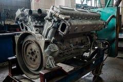 被拆卸的机车发动机的细节 免版税库存照片