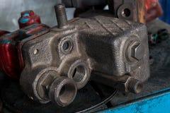 被拆卸的机车发动机的细节 库存照片