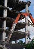 被拆毁的办公大楼 免版税库存图片
