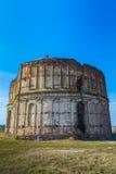 被拆毁的古老教会废墟beeing 免版税库存照片