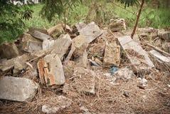 从被拆毁的房子的材料 免版税库存照片