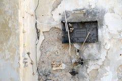被拆毁的破碎机箱子 免版税库存照片